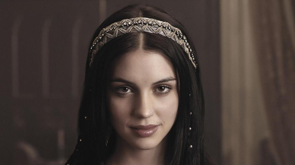 Interview exclusive d'#AdelaideKane de #Reign -TalkNerdyWithUs